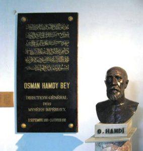 تندیس عثمان حمدیبیگ در موزه باستانشناسی استانبول